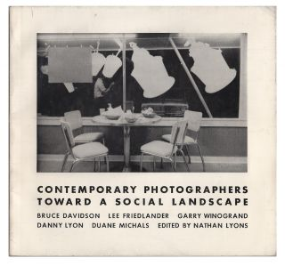 Contemporary Photographers: Toward a Social Landscape. Nathan Lyons, Lee Friedlander Bruce...